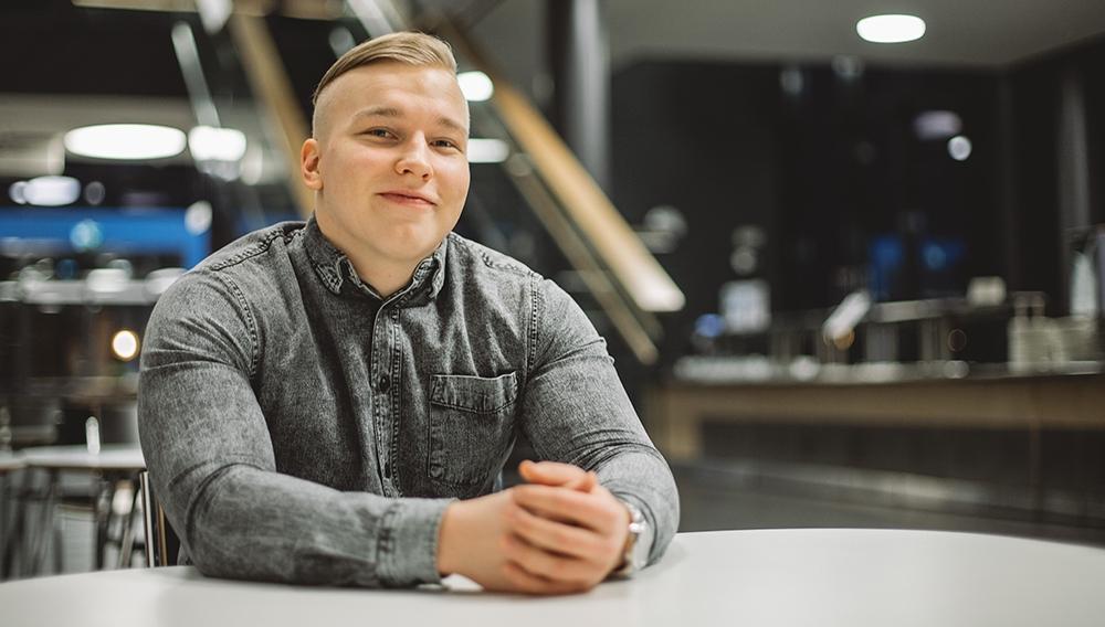 Kuvassa Oma Säästöpankin asiakas Olli Hirvelä