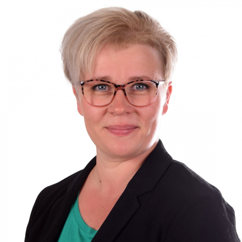 Joroisten palveluneuvoja Hanna Karhusen yhteystiedot yhteydenottoa varten