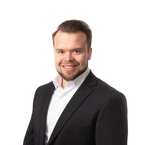Maatilarahoituspäällikkö Tapani Turtion yhteystiedot yhteydenottoa varten