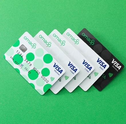 Kuvassa Oma Säästöpankin maksukortteja.
